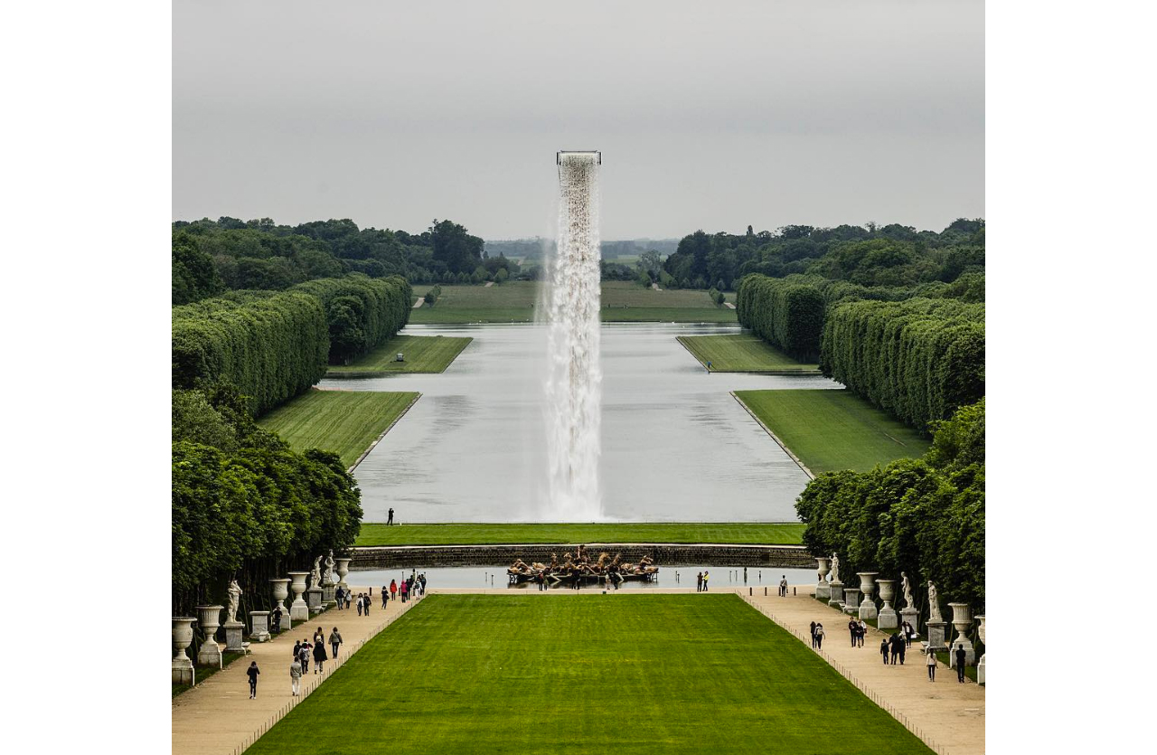 Olafur Eliasson, Waterfall, 2016, Installation view, Palace of Versailles. © Olafur Eliasson, Image: Anders Sune Berg, Courtesy: Olafur Eliasson, neugerriemschneider, Berlin, and Tanya Bonakdar Gallery, New York