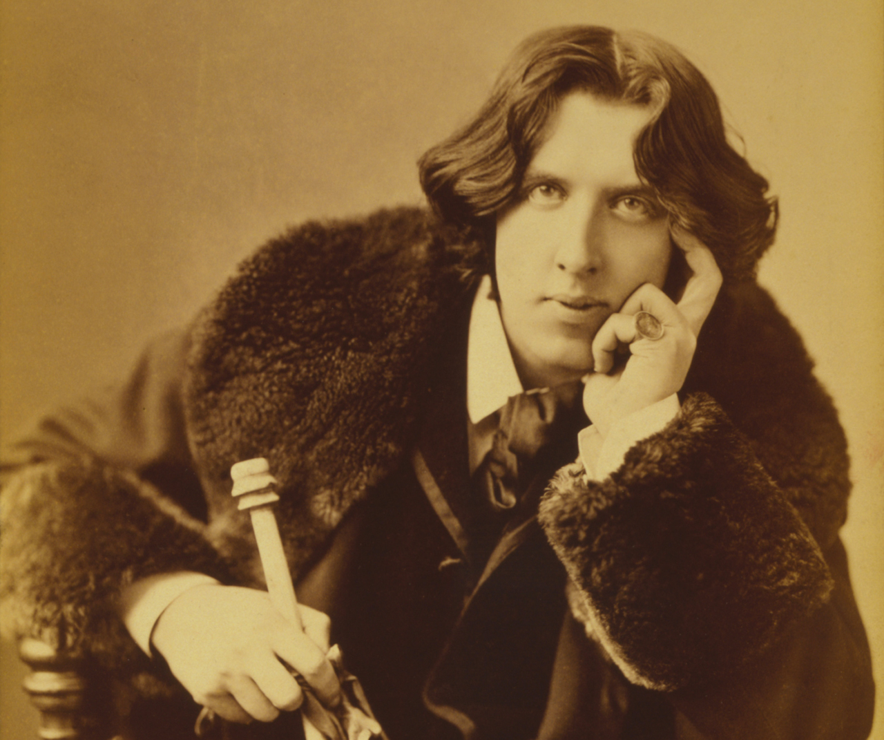 Oscar Wilde portrait by Napoleon Sarony, 1882, Photograph. Source: Wikimedia Commons