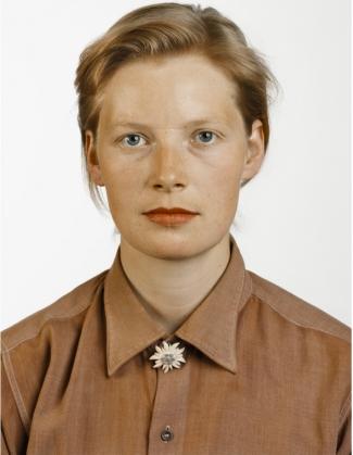 Thomas Ruff, Porträt (P. Stadtbäumer), 1988, C-print. © Thomas Ruff / VG Bild-Kunst, Bonn, 2016