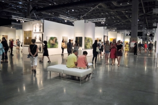 View of an art fair. Image: via Wikimedia Commons