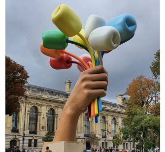 The Tulips, Jeff Koons, 2019. Homage to the victims of 2015 Paris attacks. Image: @moimarithe