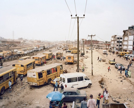 Julian Röder, Danfos and Moules (private bus-taxi) at the Badagry Road expansion projekt at the Odun Ade bus stop, Lagos, Nigeria, 2009