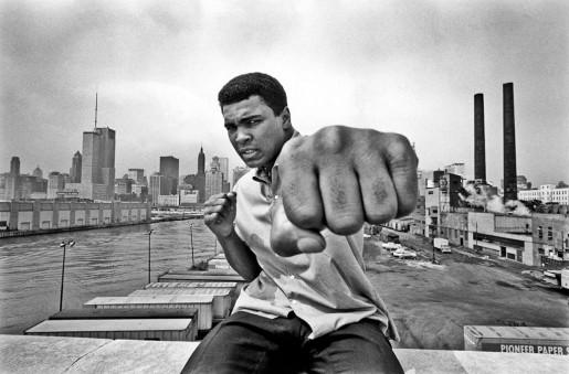Thomas Hoepker, Ali Right Fist, Skyline Chicago, 1966