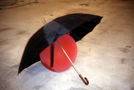 Roman Signer, Kugelsicherer Regenschirm, 1997