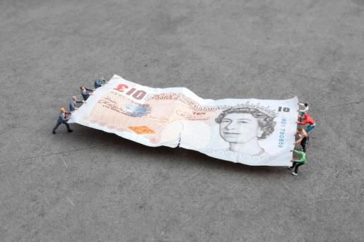 Slinkachu, Tug of War, Bank of England, London, 2014