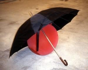 Kugelsicherer Regenschirm by Roman Signer