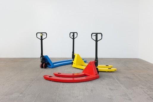 Alicja Kwade, Hubwagen (Red), 2013