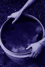 Untitled (seau bleu)