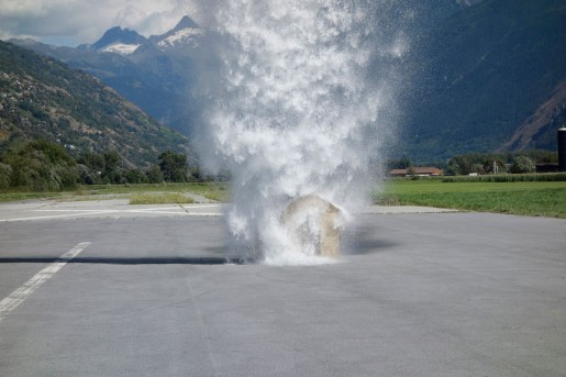 Roman Signer, Unter dem Wasserfall II, 2013