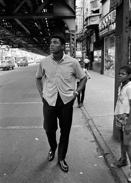 Thomas Hoepker, Ali Walking, Chicago, 1966