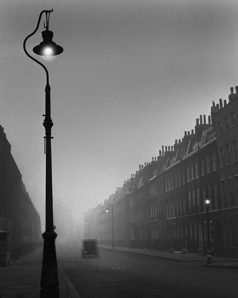 René Groebli, Einsame Strasse mit Auto, London (Lonesome Street with Car, London), 1949