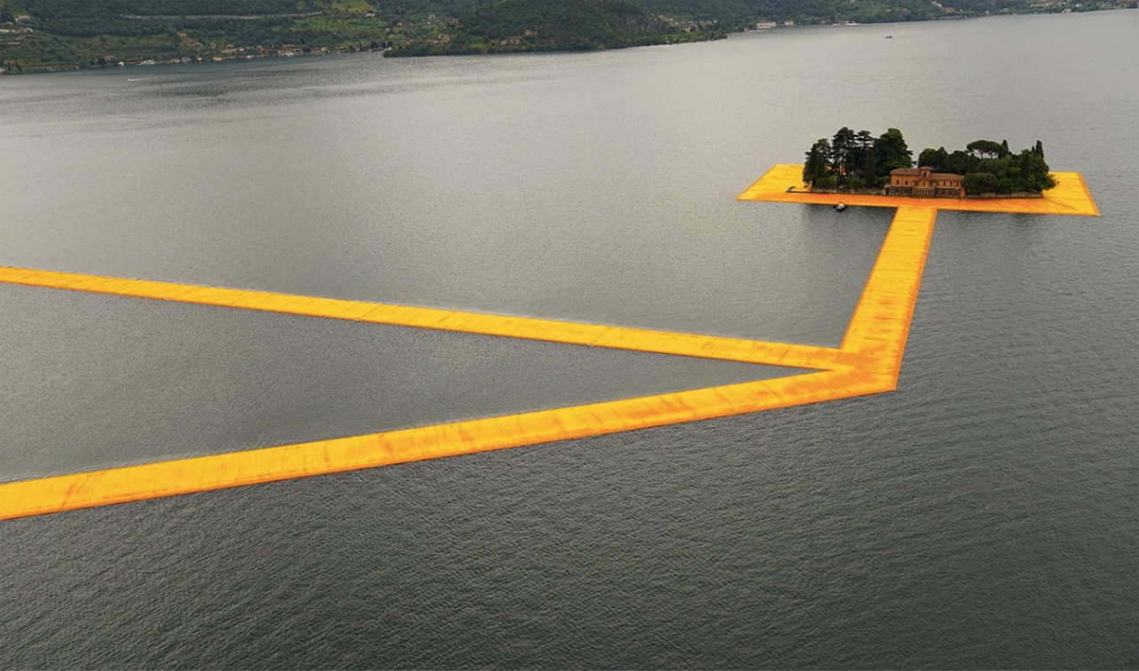 Christo and Jeanne-Claude, The Floating Piers, 2016. © Wolfgang Volz