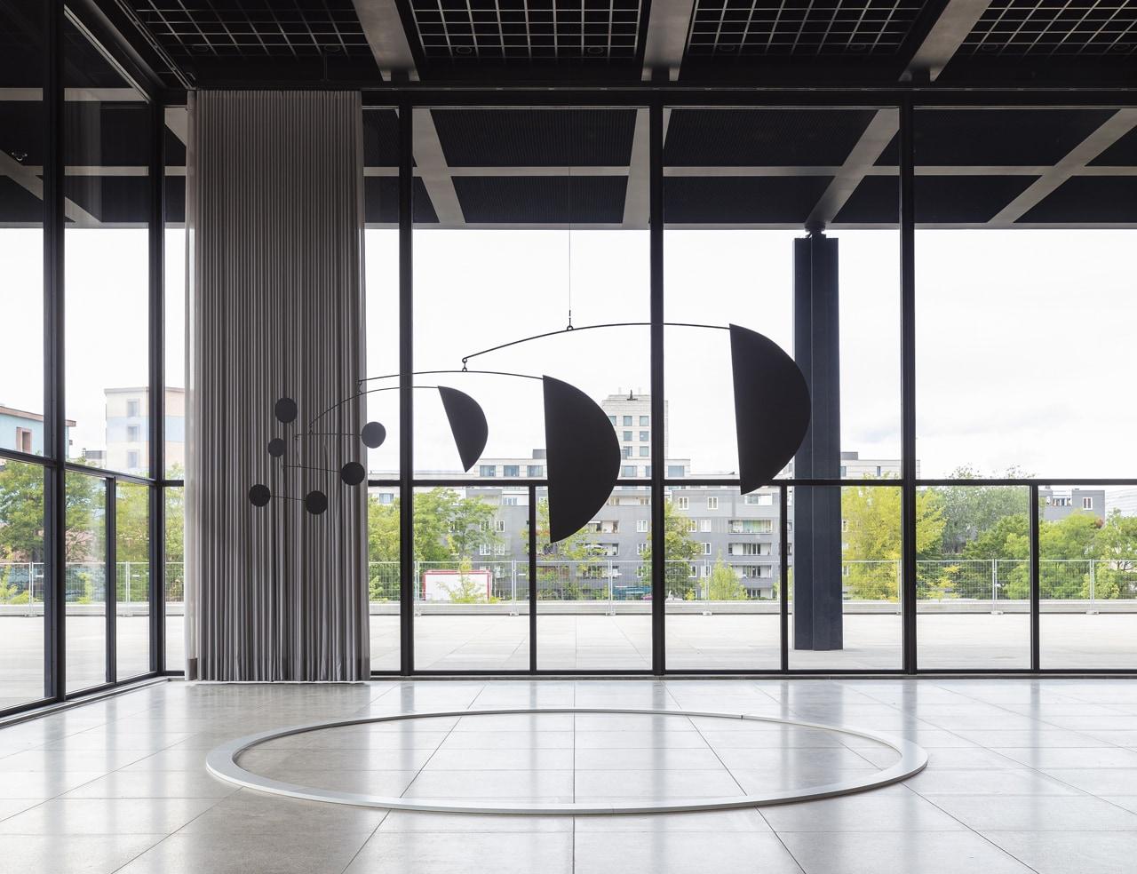 Alexander Calder, 3 Segments, 1973. Blech, Sheet metal, rod, wire. Calder Foundation, New York. © 2021 Calder Foundation, New York / Artists Rights Society (ARS), New York. VG-Bildkunst Bonn, 2021 / Photo by David von Becker