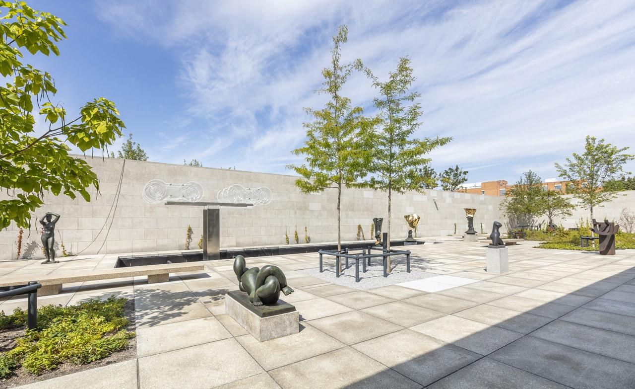 Neue Nationalgalerie Sculpture garden, 2021© Ludwig Mies van der Rohe / VG Bild-Kunst, Bonn 2021 / Nationalgalerie, Staatliche Museen zu Berlin / David von Becker