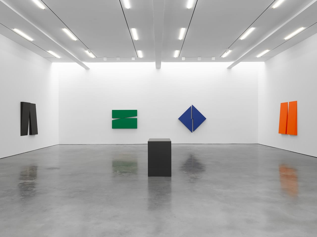 Installation view of Carmen Herrera: Estructuras, Lisson Gallery, New York, 2018.