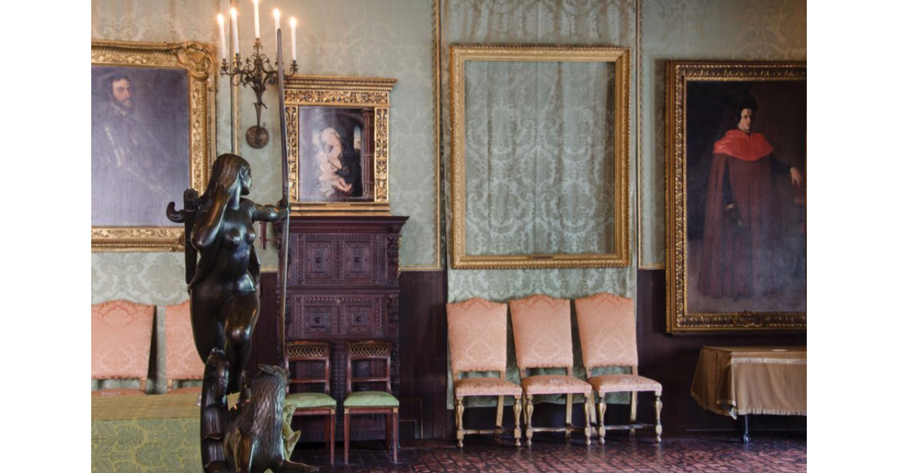 The Dutch Room at the Isabella Stewart Gardner Museum in Boston, showing the empty frame of Rembrandt's The Storm on the Sea of Galilee. Image: via the FBI